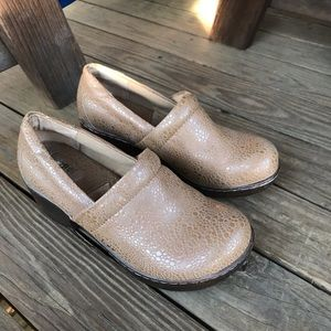 B.O.C pebbled clog heeled closed nurse 7.5